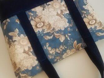 シンプルトートバッグ (white flowers 柄)の画像