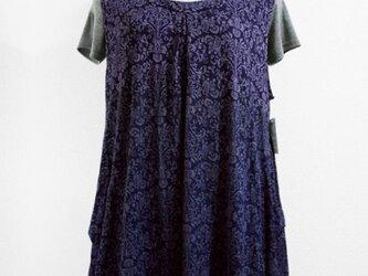 紋様柄ノースリーブゆったりトップス(染分けボカシ染・紫・紺色)の画像