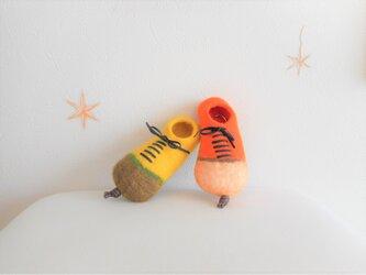 靴の形のキーケース オレンジ色の画像