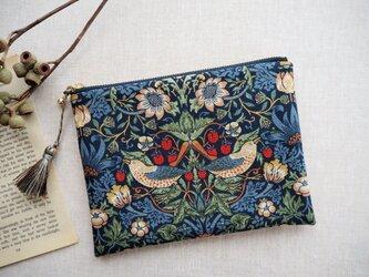 ウィリアム・モリス 18cmポーチ 「Strawberry Thief」 マルチックブルーの画像
