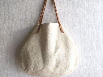 ジュート(麻100%)と極厚オイルヌメの丸型トートバッグ【オフホワイト】の画像