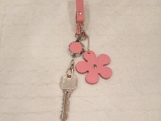 レザーキーホルダー(伸びるコードリール・ストラップ付き) #花‐ピンク本革【受注製作】の画像