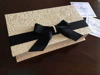 美しい紙を味わうための箱の画像