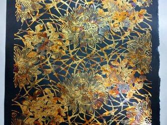 ギルディング和紙 菊にススキ柄 黒和紙 黃混合箔の画像