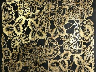 ギルディング和紙 花園柄黒和紙黃混合箔の画像