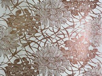 ギルディング和紙 菊にススキ柄生成和紙赤混合箔の画像