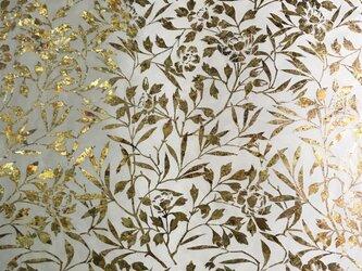 ギルディング和紙 椿柄生成和紙黃混合箔の画像