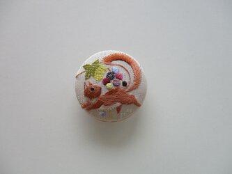 受注制作 葡萄と栗鼠の帯留め ベージュピンクの画像