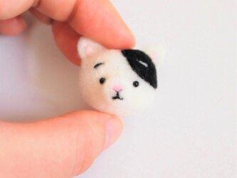 まゆねこ【白黒ぶち】 携帯クリーナーストラップ 羊毛フェルト(アクレーヌ製)※受注製作の画像