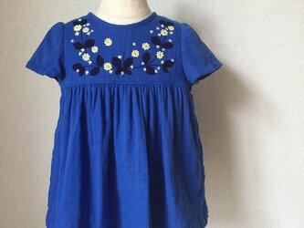 刺繍チュニックワンピース ロイヤルブルー大きな葉っぱと黄色の小さい花の刺繍 size90cmの画像