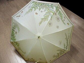 穏やかな海の中の日傘(きなり色・ドット柄布付き)の画像
