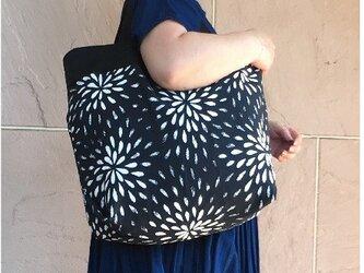 コンパクト おかいのもかばん  ブラックモダンフラワーの画像