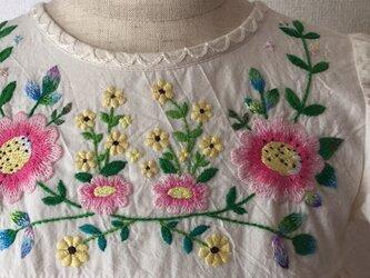 おめかし刺繍ワンピース 大きな花の刺繍 size90の画像