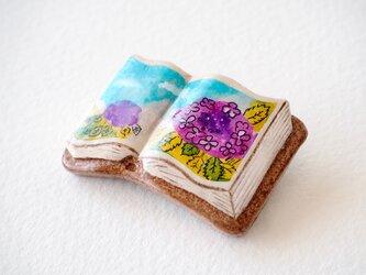 絵本みたいな陶土のブローチ《紫陽花》の画像