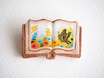絵本みたいな陶土のブローチ《アゲハのお庭》の画像