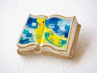 絵本みたいな陶土のブローチ《黄金の鳩》の画像