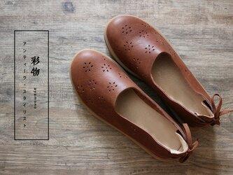 【受注製作】至極の履き心地 透かし彫り加工 牛革パンプス 靴 丸トウ 茶色 SP387の画像