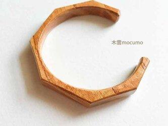 ケヤキの木のバングル *8mm幅 × 手首の周囲 約152〜155mm*の画像