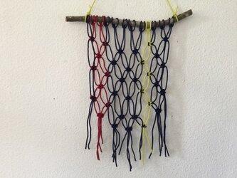 マクラメ編みタペストリー~マンサクの枝とコットンコードでの画像