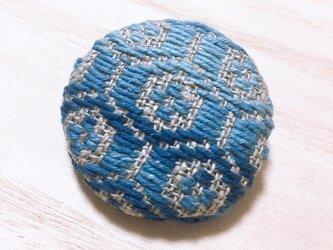 こぎん刺し 藍染ブローチ〔亀甲〕の画像