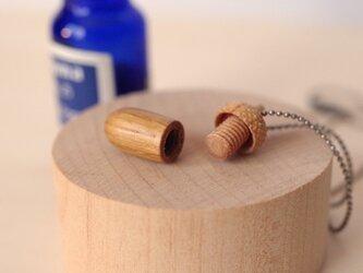 木彫どんぐりアロマディフューザーのペンダント :ナラ×メイプルの画像