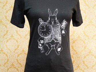 時計ウサギのイラストTシャツの画像