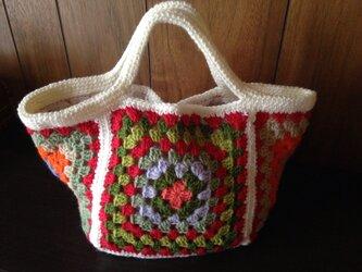 おしゃれな手編みバッグの画像