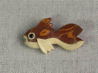 金魚ブローチの画像