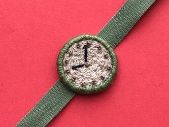 腕時計モチーフの刺繍ブレスレットの画像