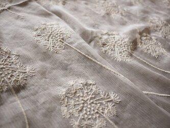 【受注製作】上品な着心地 薄手シフォンカーディガン 花柄刺繍 七分丈 透けの画像