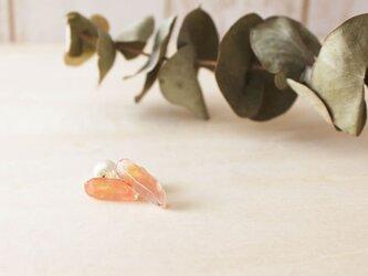 ラフカット鉱石ピアス【ピンク】チタンの画像