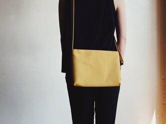 FLAT SHOULDER mustard (マスタード)の画像