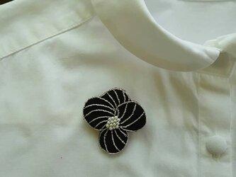 花のブローチ(パンジー)の画像
