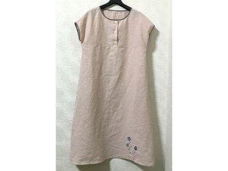 裾に植物の麻ワンピース(桜色)の画像