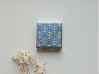 【再販】こぎん刺しのアクセサリーケース(ピルケース)ミラー付き・スクエアL・ブルーの画像
