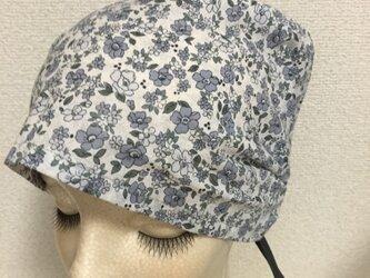 夏用ケア帽子 モノトーン小花の画像