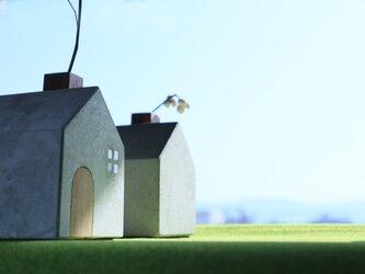 トビラのある煙突ハウスの一輪挿しの画像