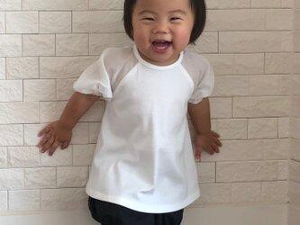 透き通るクリアホワイトのラグランスリーブTシャツの画像