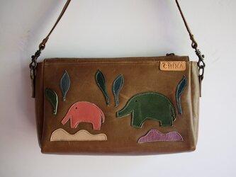 ゾウの革のポシェットの画像