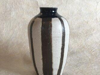 黒白縞々花器の画像