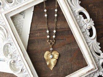 ミリアムハスケル 真鍮リーフにNIKIパールが揺れる アンティーク ヴィンテージstyle ネックレスの画像
