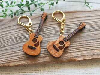 木製ギターキーホルダーの画像