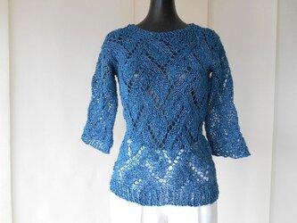 鉄紺の透かし編みセーターの画像