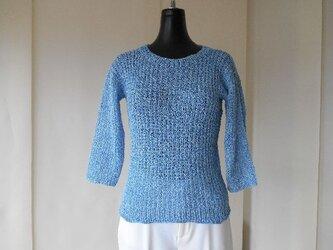 ブルーの変わりゴム編みセーターの画像
