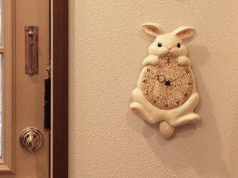 【受注生産】陶器の掛時計 月うさぎ尾振り掛時計の画像