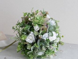【ブートニア付き】ナチュラルグリーンスタイルのラウンドブーケ アーティフィシャルフラワー 造花の画像