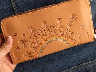 刺繍革財布『THE WORLD』牛ヌメ革/ラウンドファスナー型の画像