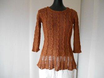 茶の模様編ペプラムセーターの画像