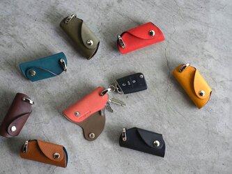 【カラーオーダー】ミネルバボックス×ブッテーロ 手の平サイズのボタンフラップ付キーケース スマートキーの画像