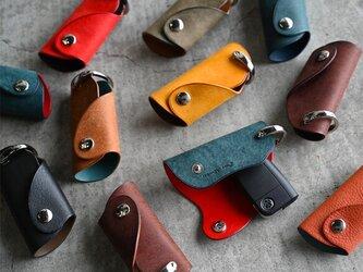 【カラーオーダー】プエブロ×ブッテーロ 手の平サイズのボタンフラップ付キーケース スマートキー の画像